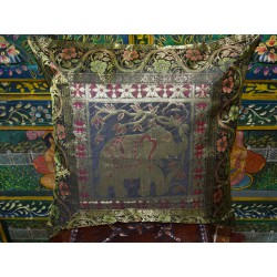 Cushion cover with 1 elephant and brocade edge in black, green and gold