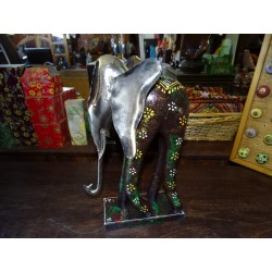 Elephant design in manguiet and white metal