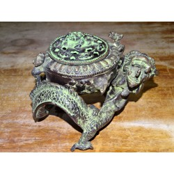 Bronze dragon-shaped censer with green patina