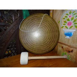 Tibetan gong diameter 35 cm with dorje in the center and golden patina
