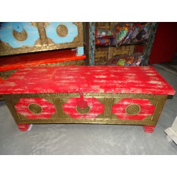 Long chest with mango wood cover with red patina and brass
