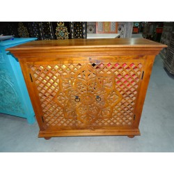 Small carved buffet 2 doors moucharabieh clear patina 100x90 cm