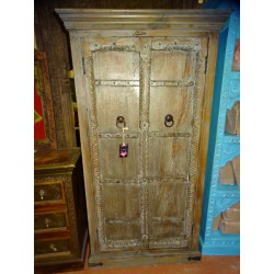 Old Indian bedroom wardrobe with 2 old carved doors