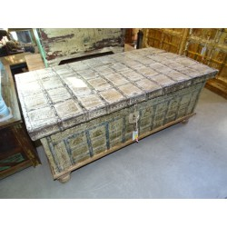Very old Indian chest that can be used as a coffee table 120x65 cm