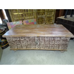 Very old Indian chest that can be used as a coffee table 117x61 cm