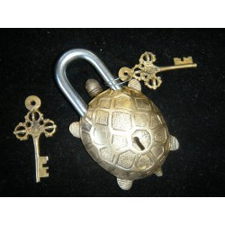 Bronze padlock Turtle or